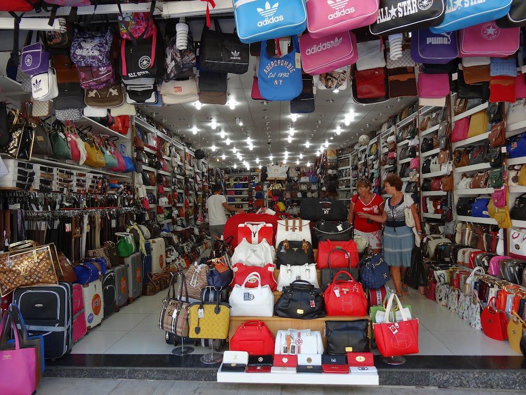 IGPR: Percheziţii la comercianţi de produse contrafăcute pe Internet