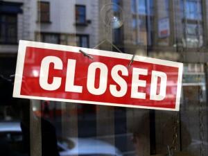 ZF: Magazinele mari din Ungaria ar putea fi obligate să stea închise duminica